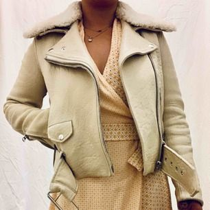 Good condition with normal signs of age throughout. Shearling collar is detachable. Size 36 true to size.  Model is 160cm, size 38. Free shipping.