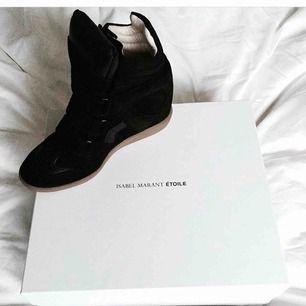 Isabel Marant Etoile skor i strl 38. Använt max 10 ggr, som nya, inga slitage alls. Kartong, kvitto och dustbags ingår. Inköpta på Mytheresa.com.