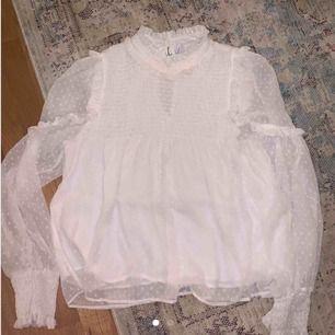 Jättefin tröja från zara, säljer pga att den är för liten för mig.🌸 frakt på 50kr tillkommer!