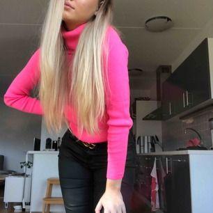 Neon rosa polo från missguided, använd en gång 🥰  Möts : Malmö  Frakt: står du för själv  Betalning: swish