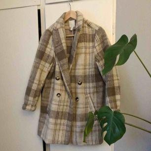 En kappa med riktigt mönster vilket är galet trendigt just nu😍 den är i storlek 36 och o bra skick🦋 frakt tillkommer!