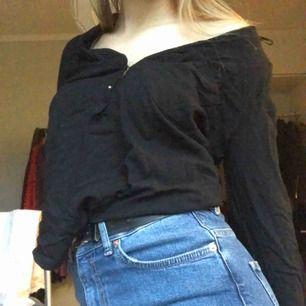 Jättefin blus från Zara. Kan frakta och mötas upp Hör av er för mer info 🖤🥺