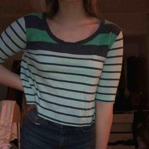 Jättefin tröja från hollister.  Storlek XS  30kr Kan frakta och mötas upp  Hör av er för mer info 🖤🥺