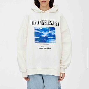Såå snygg oversized hoodie från Pull&bear💕💋💓 Nyskick och frakt tillkommer🌸💖💋