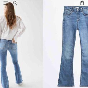 Ljusblå bootcut jeans från Gina, storlek L men passar dej med M, säljer pga för stora💗