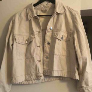 """Beige """"jeansjacka"""" från H&M. Använd 1 gång. Frakt tillkommer."""