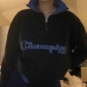 Säljer denna assnygga tröjan ifrån champion!!! Lite oversize för mig som har S men älskar det!!!😍 kommer tyvärr till för lite användning.