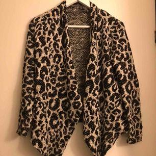 En väldigt fin leopard kofta. Säljs då den inte används🐆