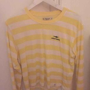 jättefin gul o vit randig tröja från pull&bear❤️ säljer då den tyvärr inte kommer till användning