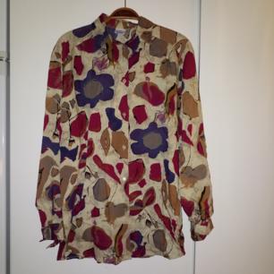 Jättefin mönstrad vintageskjorta