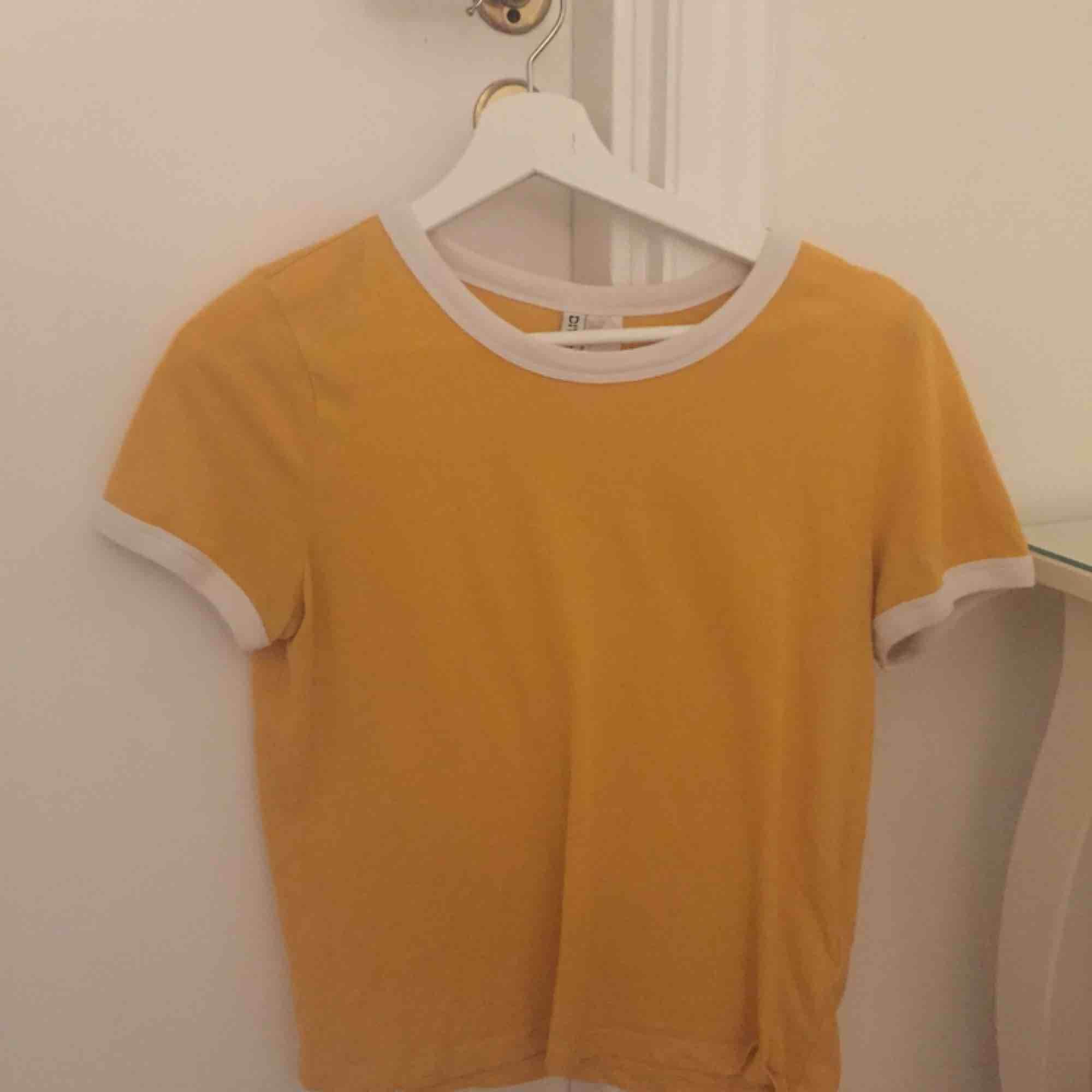 fin t-shirt från hm! inte använd så mycket😄. T-shirts.