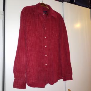 Jättefin lite tjockare skjorta i manchesterlikt material
