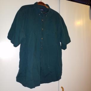 Grön/turkos kortärmad skjorta