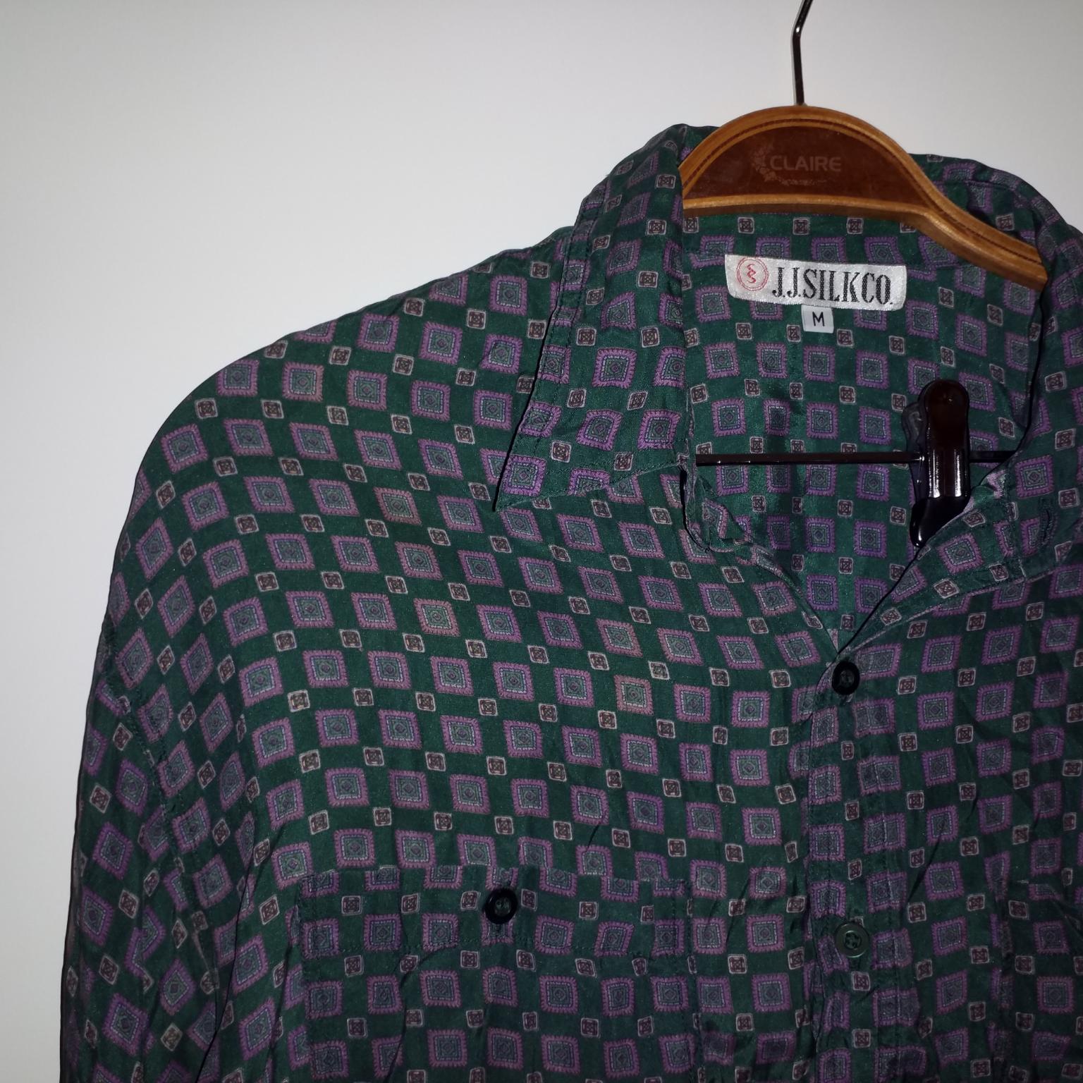 Skjorta i silke. Skjortor.