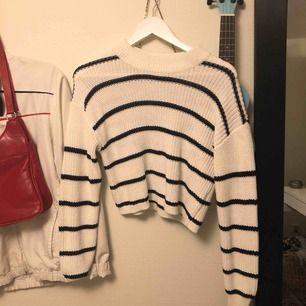Snygg tröja, aldrig använd. Perfekt nu till vintern