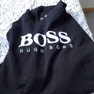 Hugo boss tröja  Liten fläck som inte syns A kopia så sälj billigt