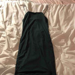 Tight grön klänning. Säljs för jag inte hittat tillfällen att använda den. Väldigt stretchig