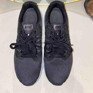 Nike skor i storlek 39, 25cm i innermått. Använd fåtal gånger, i väldigt fint skick, som nya!