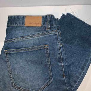 Blåa jeans från ginatricot
