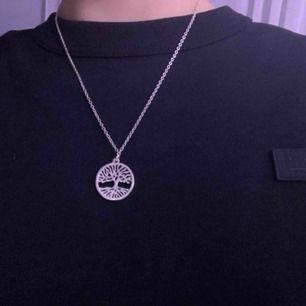 jättejättefint halsband köpt i somras, går att justera storleken (detta är största), säljer pga att jag knappt använder det!💕