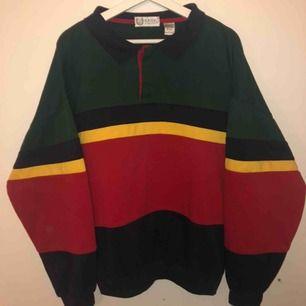 Snygg multifärgad sweatshirts i storlek large. Inga skador, säljer för att jag ej använder längre:) möts upp i Stockholm eller så står köparen för frakten