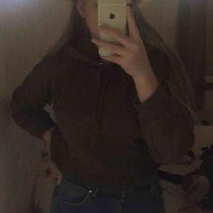 Mörkgrön croppad hoodie känns mer som en M säljs pga kommer inte till användning frakt tillkommer