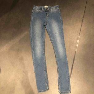 Helt oanvända jeans ifrån veromoda