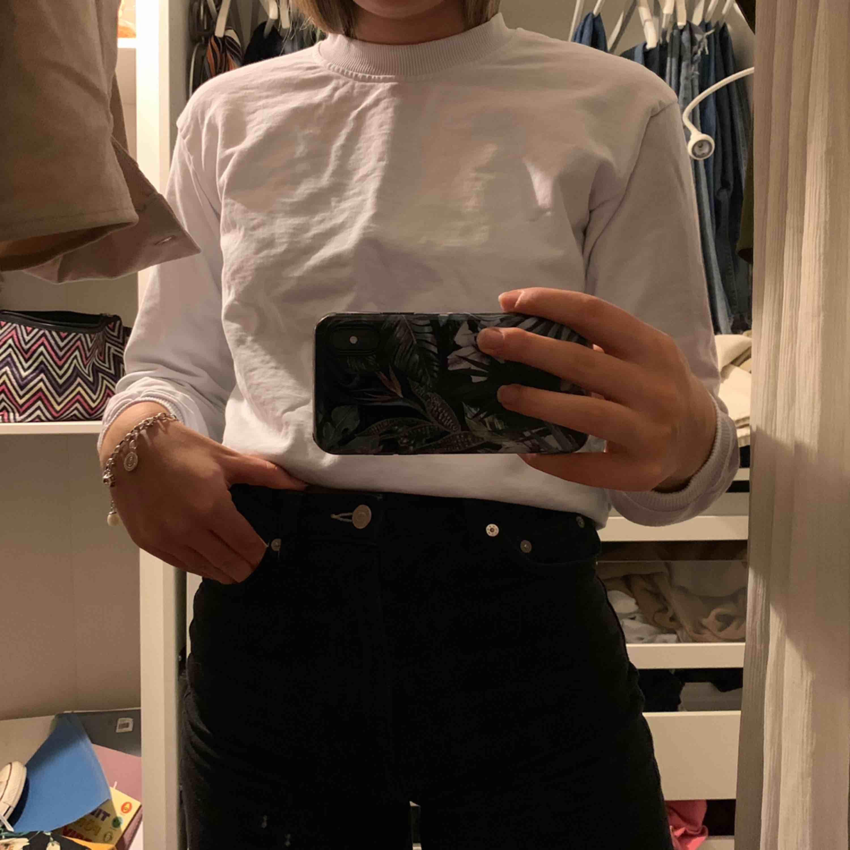 """Helt vanlig och basic vit """"sweater""""?! från NAKD. Köptes för inte alls längesen. . Huvtröjor & Träningströjor."""