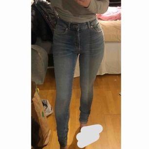 Jeans från bikbok i storlek XS, helt nya!! Köparen står för frakten!🥰