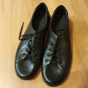 ECCO skor, knappt använda  Storlek 40 Nypris över 1.000kr Frakt tillkommer om dem skall postas