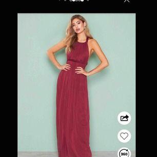 Helt oanvänd Balklänning jag köpte av Michelle Desmond på Sellpy, endast provad på. Lapparna var kvar när jag köpte klänningen. Frakten ligger på 90kr därför har jag gått ner i pris med tanke på kunden :)