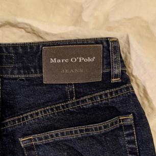 Marc O'Polo jeans.  Storlek 34 står det på etiketten,  passar storlek XS ( midjemått 64 cm,  längd 92 cm)  Jag har klippt av dem längst ned så kanten är