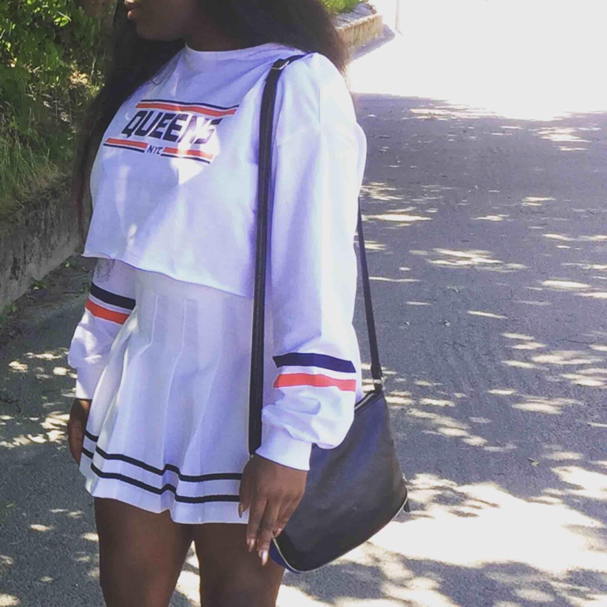 Tennis kjol eller bara kjol vet inte vad man ska kalla den. Har bara används 1-2 gånger så ganska ny!. Kjolar.