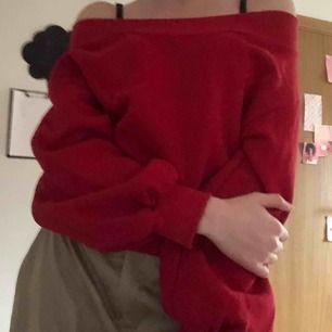 Super mysig of shoulder hoddie. Aldrig använd supermysigt material! ( förhandling om frakt) 💓💓