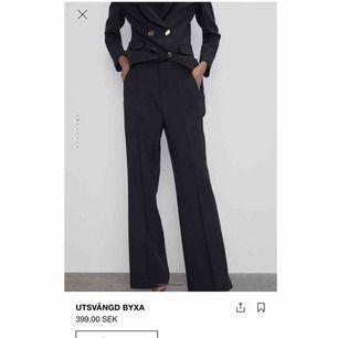 Svarta kostymbyxor från Zara, nyköpta och helt oanvända med lappen kvar. Säljer då de är lite stora på mig. Kan mötas i Stockholm, annars tillkommer frakt🥰