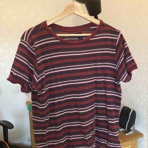 snygg tshirt med randigt mönster