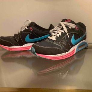 Nike Air max Använda 1-3 gånger. Storlek 42.