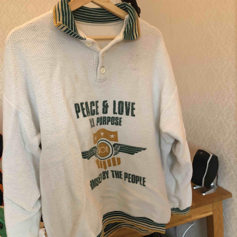 ASCOOL tröja, retro. jättefina färger och sparsamt använd. älskar den verkligen men använder den ej längre. Huvtröjor & Träningströjor.