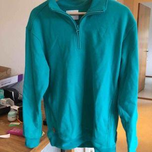 snygg tröja från VAILENT. aldrig använd. jättefin färg som inte riktigt kommer fram i bilderna:(  FICKOR😍