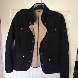 Nu säljer jag min Barbour jacka på grund av att den är för stor. Superskönt och d