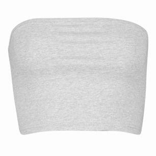 Enkel grå bandeau topp från Boohoo i storlek XS. Skulle säga att den även passar en small. Helt ny.