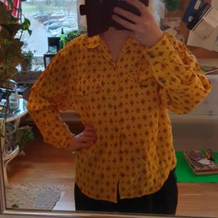 unik 70talsskjorta! jättebra skick, superfina färger. frakt 40kr🌻