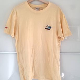 🌻Ripndip t-shirt köpt för ca 2 år sen🌻flitigt använd🌻frakten är inte inräknat i priset🌻