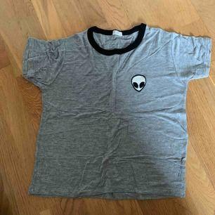 Stretchig och superskön tröja från Brandy Melville! Använd ett fåtal gånger, säljer pga inte min stil!❤️ skriv om ni undrar något!☀️