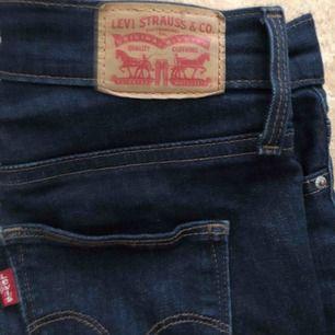 Ett par sjukt snygga Levis jeans i skinny slim modellen. Inga hål men den är bara lite sliten. ( bild 3)