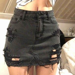 Hollister jeans kjol i storlek w23 (XXS) köparen står för frakten!🥰