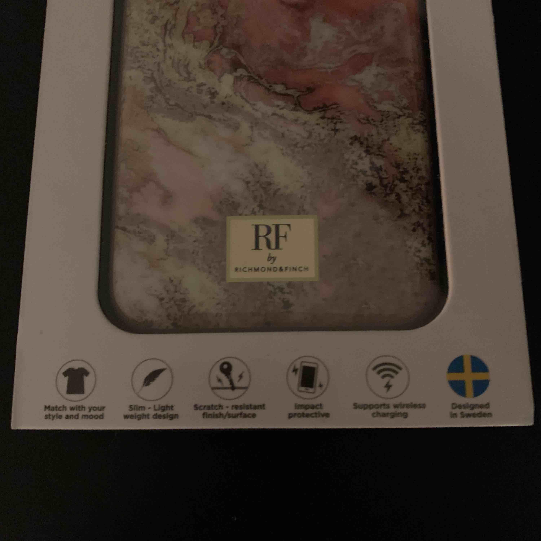 Nytt oöppnat mobilskal från Richmond & Finch i rosa marmor! Passar till IPhone X/XS. Pris är diskuterbart vid snabbt köp! . Accessoarer.