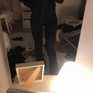 Levis jeans, svarta bootcut, knappt använda, säljes så då jag har två nästan likadana