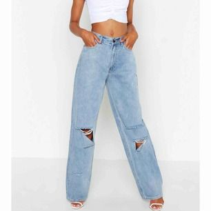 JääÄättesnygga jeans från boohoo, säljer då de va för långa för mig & orkar inte sy upp dom haha. Är ca 162. Kan mötas upp i sthlm & frakta! Aldrig använda, lappen & allt kvar. BUDGIVNING pågår till måndag!