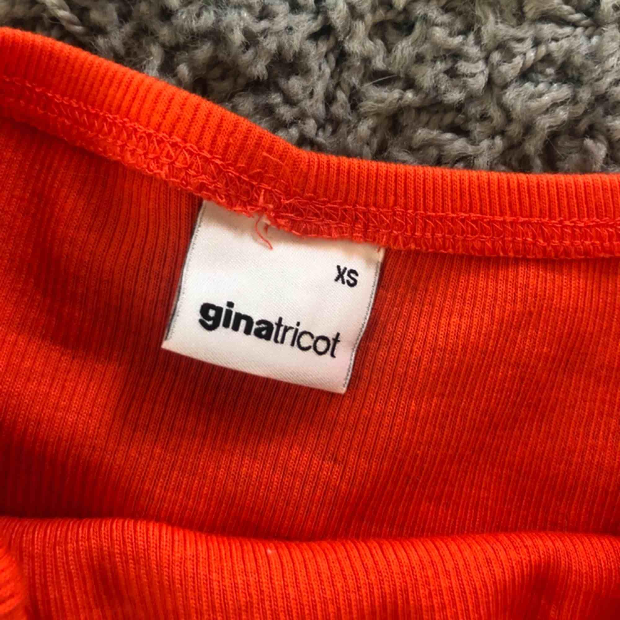 Orange klänning i storlek XS, köparen står för frakten!🥰. Klänningar.